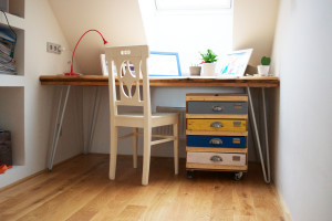 Pracovní stůl z použitého dřeva