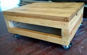 Konferenční stolek ze starého dřeva