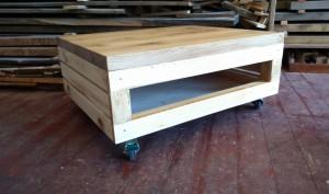 Konferenční stolek z použitého dřeva
