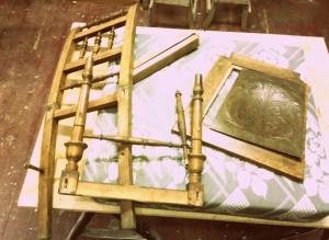 židle před renovací